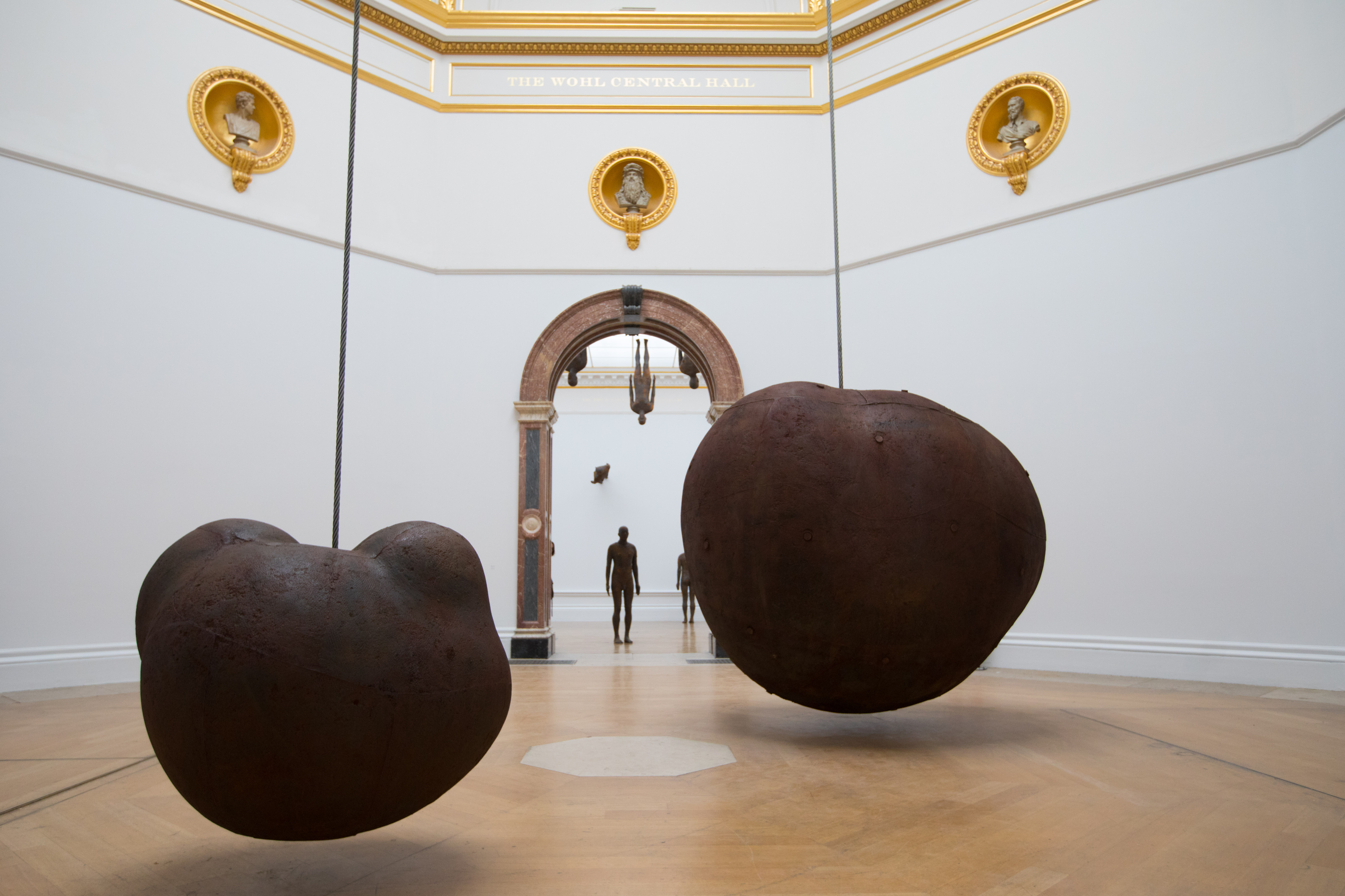 Antony Gormley, Body and Fruit, 1991/93. Cast iron and air, 233 × 265 × 226 cm (Body), 110.7 × 129.5 × 122.5 cm (Fruit). Installation view, 'Antony Gormley', Royal Academy of Arts, London, 21st September to 3rd December 2019 © the Artist. Photo: David Parry / © Royal Academy of Arts